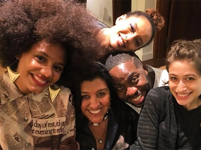 Lázaro Ramos com a mulher Taís Araújo, a apresentadora Regina Casé e as atrizes Luisa Arraes e Ellen Jessica || Crédito: Reprodução / Instagram