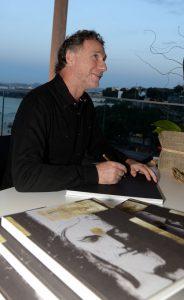Oskar Metsavaht lança livro sobre Cristo Redentor no Museu de Arte do Rio