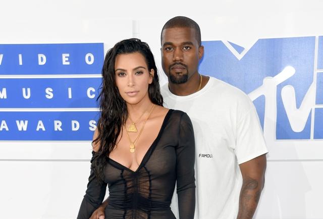 Nasceu! Kim Kardashian e Kanye West dão boas vindas ao terceiro filho, uma menina