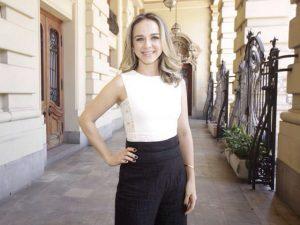 Bárbara Jalles arma almoço de fim de ano com visita guiada no Theatro Municipal de SP