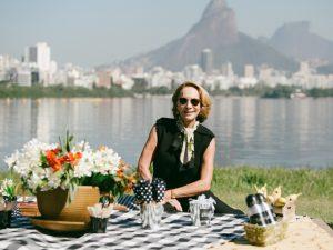Lenny Niemeyer, nova apresentadora, dá dicas de como receber bem