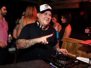 DJ Marcelo Botelho entrega playlist com hits que vão bombar no verão