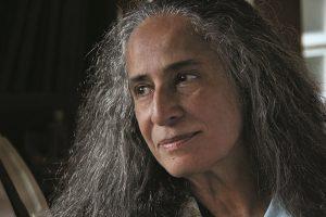 Aos 70, Maria Bethânia vira livro com imagens históricas de sua trajetória