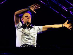 DJ Armin Van Buuren se apresenta em SP. Ao bate-papo!