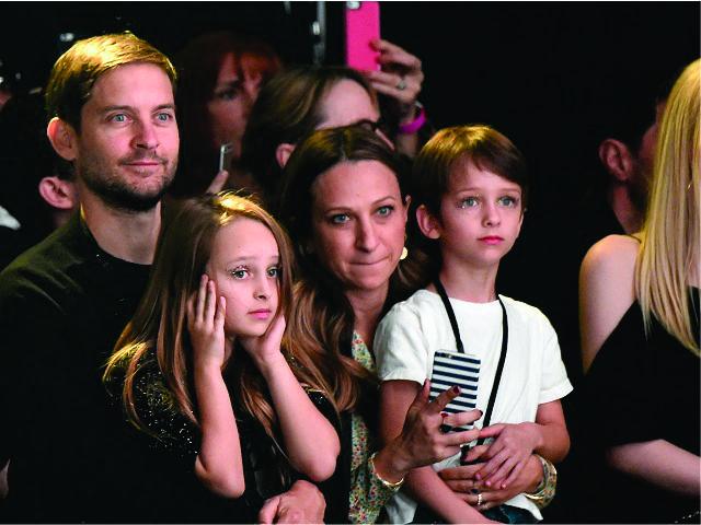 Tobey e Jennifer com os filhos Ruby e Otis || Créditos: Getty Images