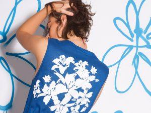 Desejo do Dia: camisetinha Mariana Prates com hibiscos pintados à mão