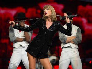 7 namorados e a confirmação: Taylor Swift muda de estilo conforme o gato