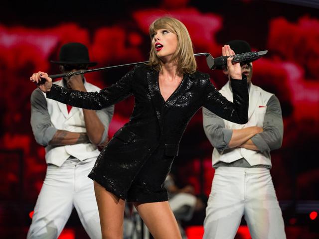 Aniversariante do dia, Taylor Swift completa 27 anos e com um guarda-roupa cheio de histórias para contar
