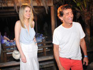 Ricardo Almeida curte festa em Trancoso com nova namorada