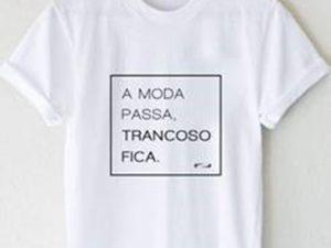 """Haute cria camiseta exclusiva que diz tudo: """"A moda passa, Trancoso fica"""""""