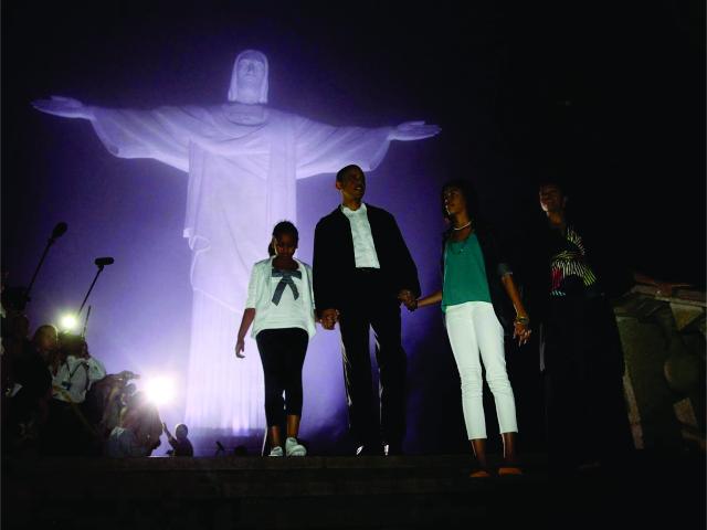 Obama e família em visita ao Cristo Redentor, em 2011 || Créditos: Getty Images