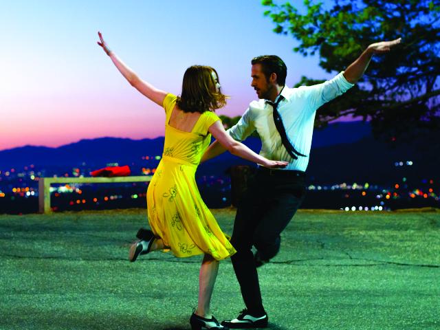 Gosling e Stone dançam em 'La La Land'    Créditos: Divulgação
