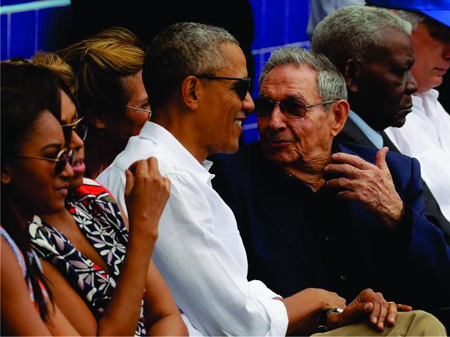 Obama com Raúl Castro || Créditos: Getty Images