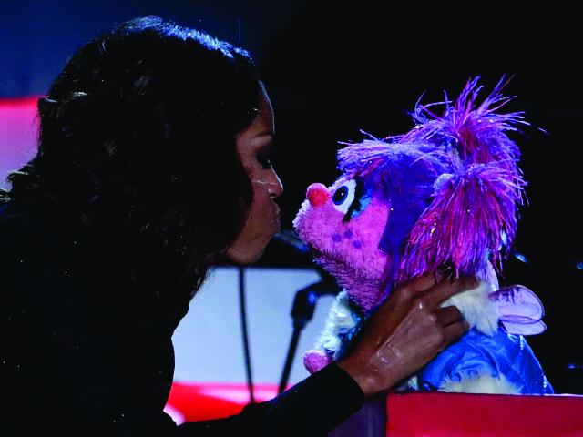 Michelle durante participação em 'Vila Sésamo' || Créditos: Getty Images