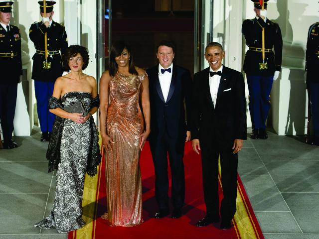 Michelle entre Agnese Landini e Matteo Renzi, e Barack Obama || Créditos: Getty Images