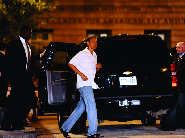 Nem tudo é perfeito: os jeans de Obama já deram o que falar || Créditos: Getty Images