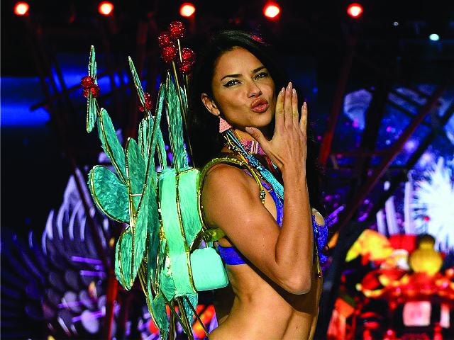 Adriana Lima || Créditos: Getty Images