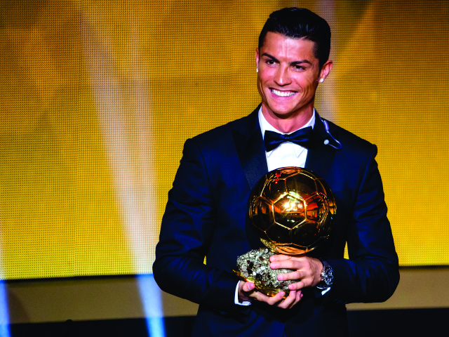 Cristiano Ronaldo recebe a Ballon d'Or de 2016 || Créditos: Getty Images