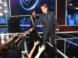 Johnny Depp agradece ao apoio dos fãs em primeira aparição pós-divórcio