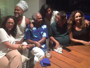 Flora e Gilberto Gil armam jantar em torno de Zeca Pagodinho em Salvador