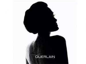Angelina Jolie é novo rosto da Guerlain e doa cachê para projetos sociais