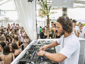 Cafe de La Musique Jurerê reúne time de DJs em mais um sunset