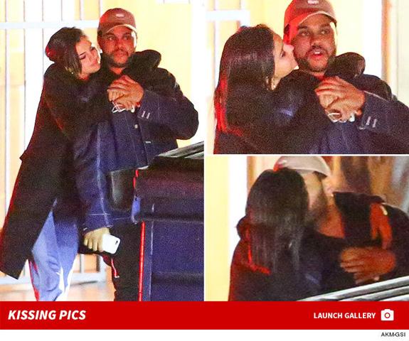 Selena e Abel flagrados juntinhos || Créditos: Reprodução TMZ