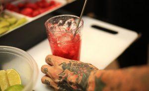 Folia do Glamurama: Vodka Svarov preparou drink que é a cara do verão