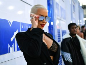 Amber Rose, ex de Kanye West, compra famoso clube de strip de Los Angeles