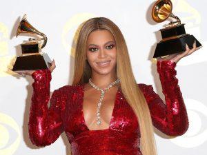 """Beyoncé só levou a melhor de Adele no Grammy no quesito """"colar de diamantes!"""""""