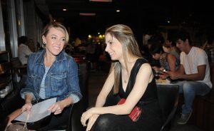 Glamurettes se jogam nas mesas no Spot. Tudo na nossa galeria de fotos!