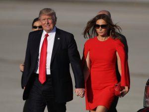 Melania Trump veste grifes estrangeiras e comete gafe nos Estados Unidos