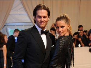 """Gisele presenteia Tom Brady com """"colar protetor"""", e de marca brasileira"""