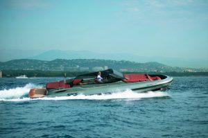 De apoio para protagonista: super botes de luxo para curtir o mar no verão