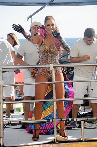 Ivete Sangalo com figurino assinado por Clara Lima e Michelly Xis    Créditos: Bruna Guerra