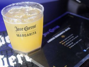 Joyce Pascowitch ganha drink da Jose Cuervo para chamar de seu. Anote a receita!