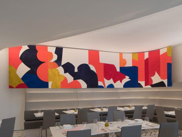 Um dos painéis da artista norte-americana Sarah Crowner no Wright Restaurant || Créditos: Divulgação