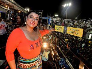 """Preta Gil manda alô pros VIPS, mas logo avisa: """"Meu bloco é do povo!"""""""
