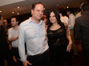 Jacqueline Shor e José Maria Ledesma armam jantar de 7 anos de casados