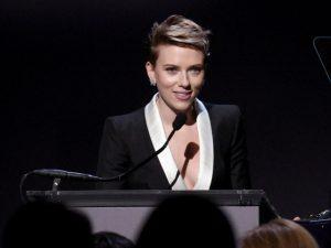 """Scarlett Johansson sobre monogamia: """"Não acho que é natural"""""""