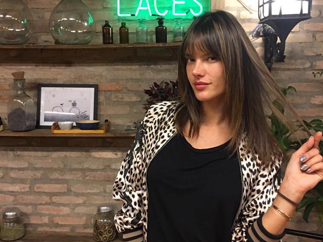 Alessandra Ambrosio no Laces and Hair    Créditos: Divulgação