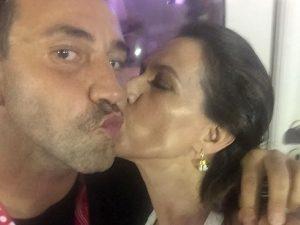 Beijoca! Riccardo Tisci em clique exclusivo para o Glamurama com Flora Gil