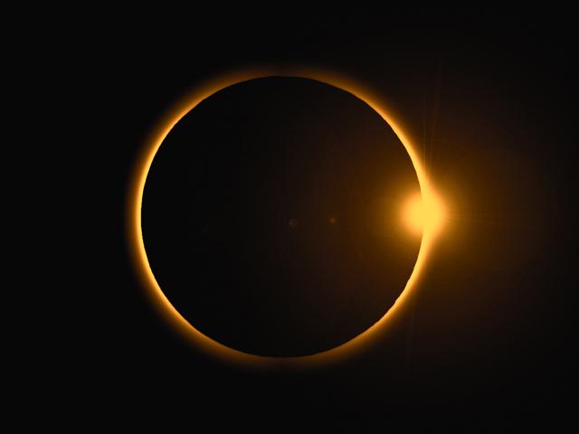765055ebf Crescimento à vista com Lua e Sol de mãos dadas – Pelo Mundo – Glamurama