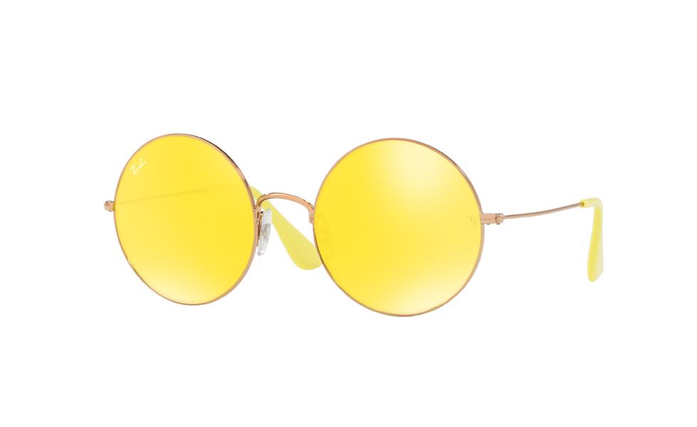 Óculos de sol amarelos roubam a cena entre fashionistas. Aqui ... 68cf46e359