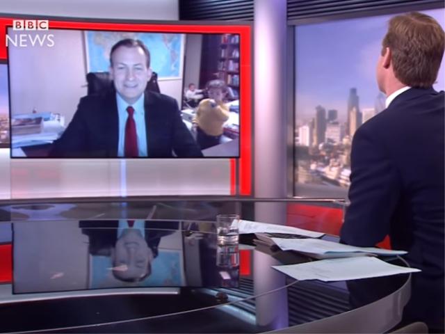 Robert Kelly durante a entrevista para a BBC