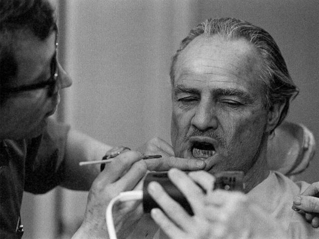 Brando se preparando para atuar: algodão foi só pra teste || Créditos: Divulgação