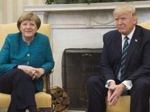"""Angela Merkel leu """"Playboy"""" das antigas antes de encontro com Trump"""