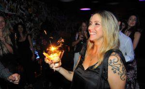 Aniversário de Nina Sander bombou a pista do Bar Numero