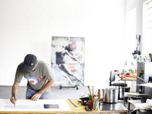 Sandro Akel abre individual de esculturas vendo a cidade de cima