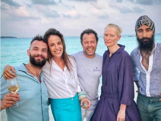 Sandro Kopf, Malu Barretto e Vik Muniz, Tilda Swinton e Waris Ahluwalia: turma animada nas Maldivas || Créditos: Reprodução / Instagram
